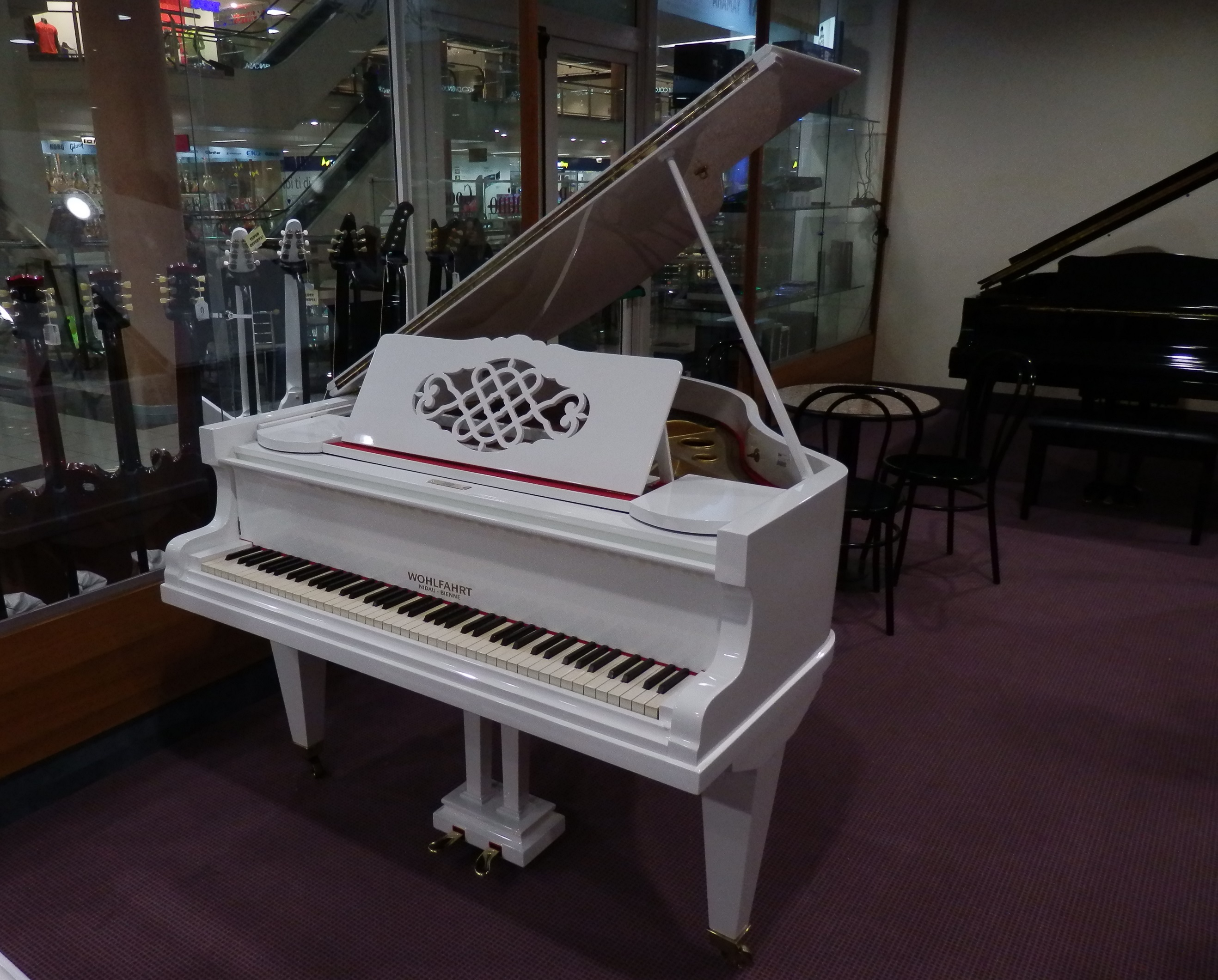 Pianoforte coda bianco lucido usato wohlfahrt strumenti musicali