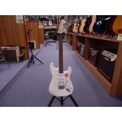 Fender Chitarra elettrica Squier Bullet Stratocaster Tremolo HSS arctic white