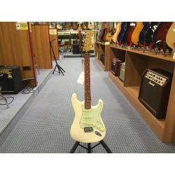 Fender Vintera '60s Stratocaster Modified Pau Ferro Fingerboard Olympic White