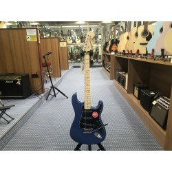 Affinity Series Stratocaster Black Pickguard Lake Placid Blue